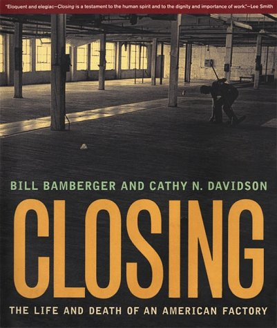 Closing: The Life and Death of an American Factory (The Lyndhurst Series on the South) - William Bamberger; Cathy N. Davidson