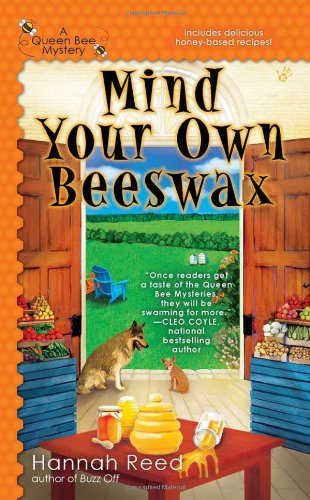 Mind Your Own Beeswax (A Queen Bee Mystery) - Hannah Reed