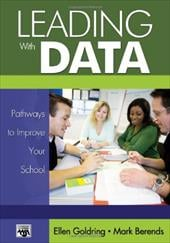 Leading with Data: Pathways to Improve Your School - Goldring, Ellen B. / Berends, Mark A.